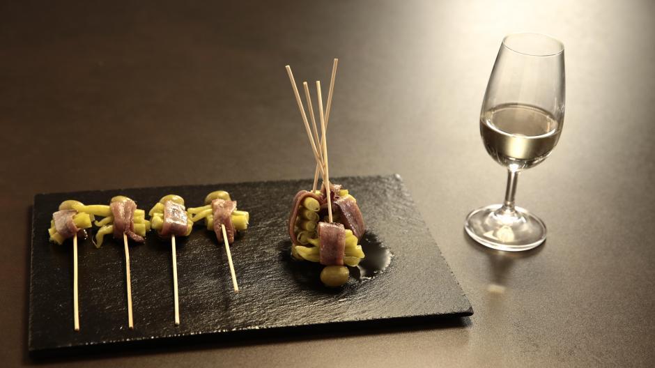 Spanish wine and tapa